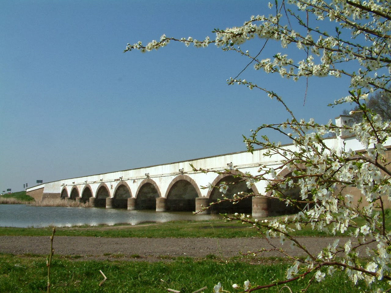 A hortobágyi Kilenclyukú híd