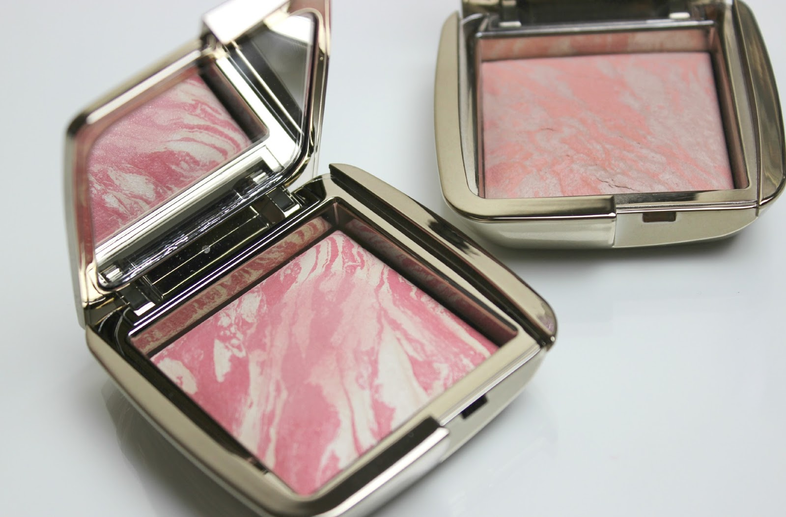 A picture of Hourglass Ambient Lighting Blush in Diffused Heat