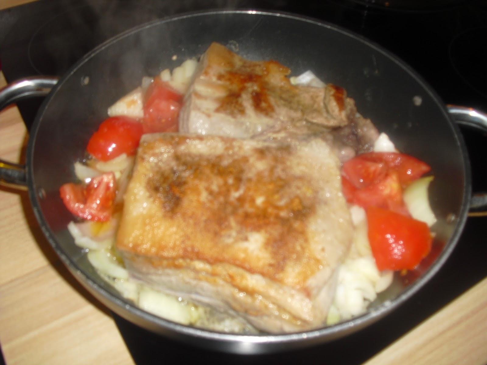 Einreiben butter in einerbratenpfanne erhitzen und die rippen