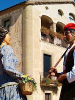 Els gegants nous de Navàs ballant davant l'antiga rectoria