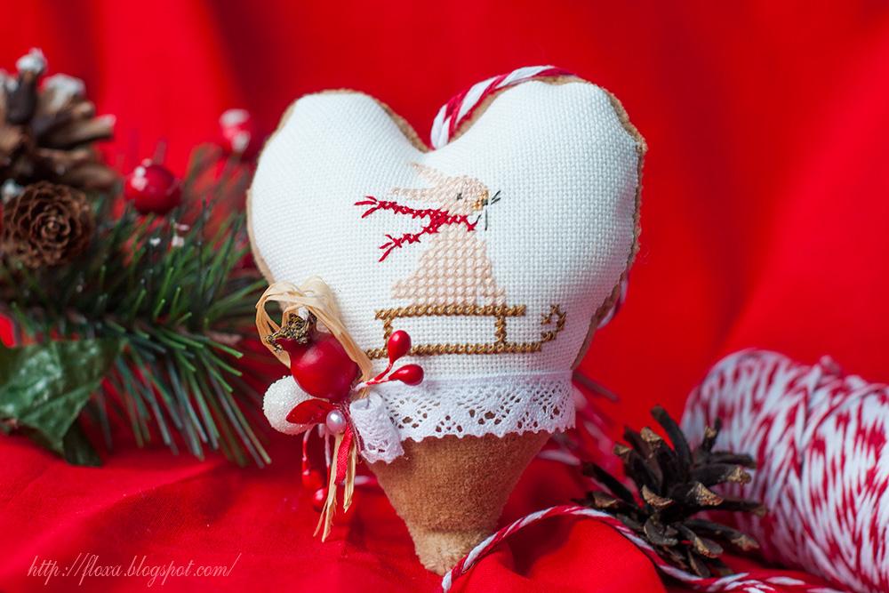 игрушка на елку своими руками, вышивка новогодняя игрушка, вышитое сердце украшение, подвеска новогодняя, подвеска с вышивкой