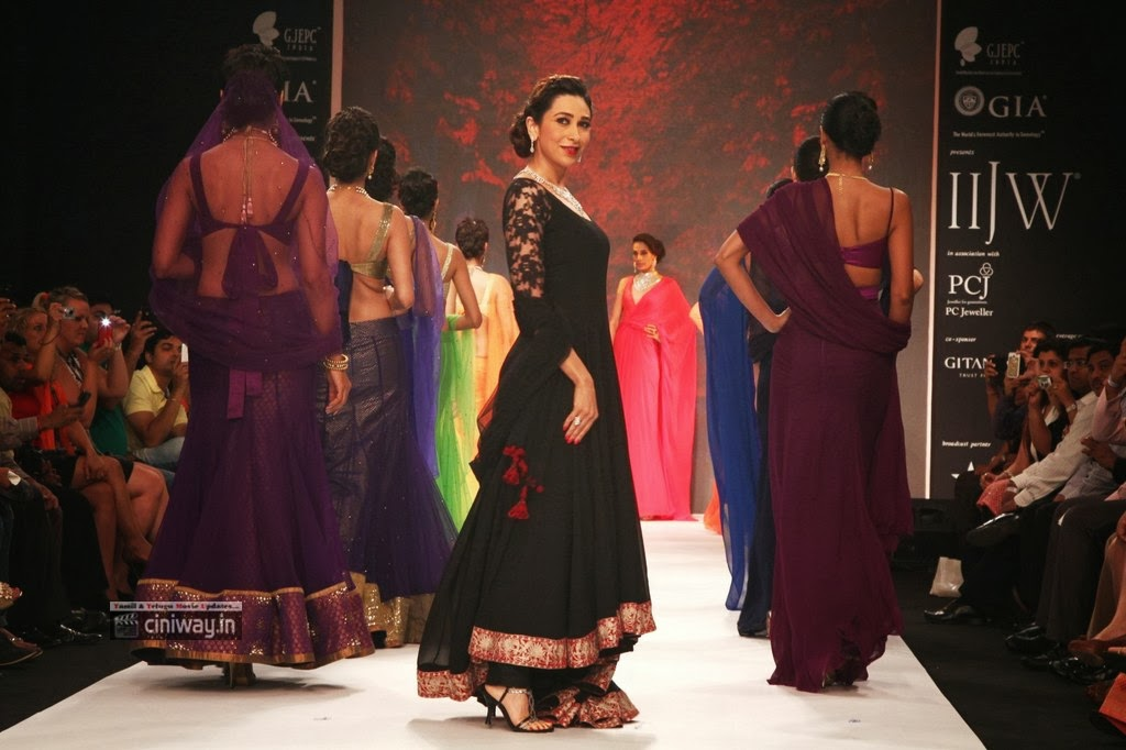 Karishma-Kapoor