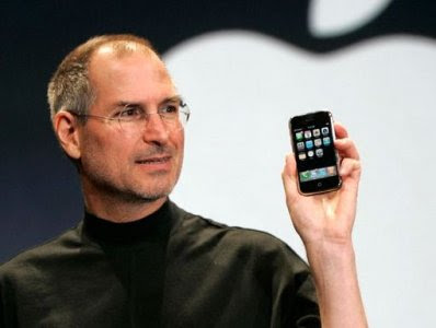 ستيف جوبس January-2007-steve-jobs-introduces-the-iphone