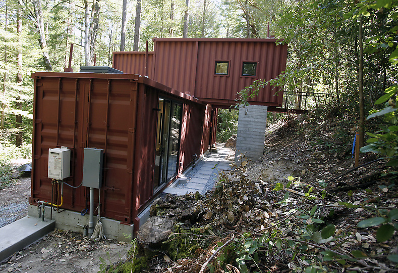 Shipping container homes modulus six oaks santa cruz shipping container home - Cargo container homes ...