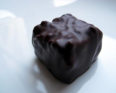 Rocher chocolat noir - noisette - Jacques Genin - Paris