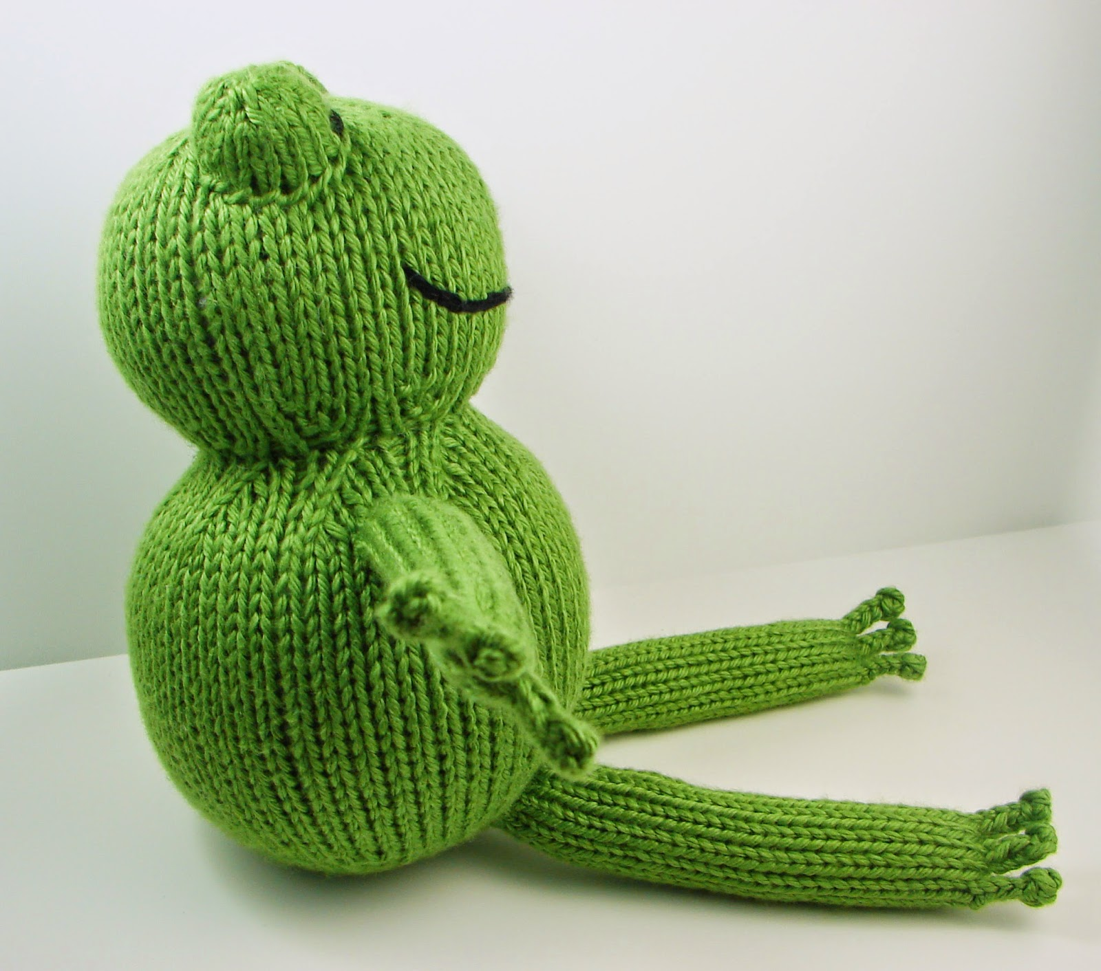 frog, froggy, toad, knit, green, pattern, free, toy, knit picks