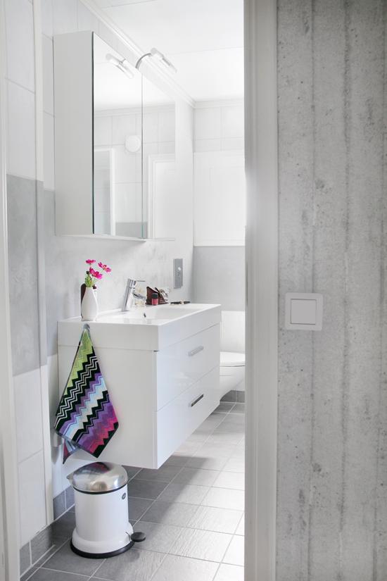 Decorar Baño Sencillo: de color en toallas y complementos Sencillo, práctico y funcional