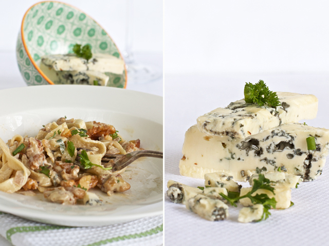 Pasta with walnuts, blue cheese and chives