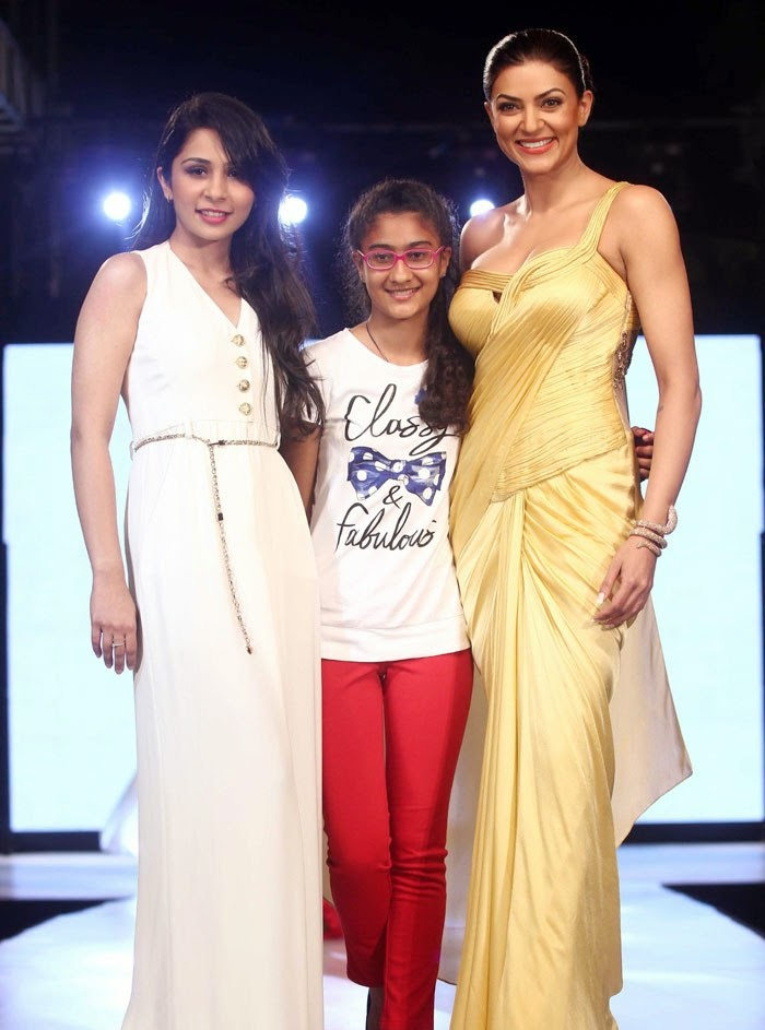 http://3.bp.blogspot.com/-749OMedTv8s/U1OKxtDTlHI/AAAAAAAAoE8/Oc6PW0IA-4s/s1600/Sushmita+Sen+with+her+daughter+Renee+walk+the+ramp+for+charity+(1).jpg