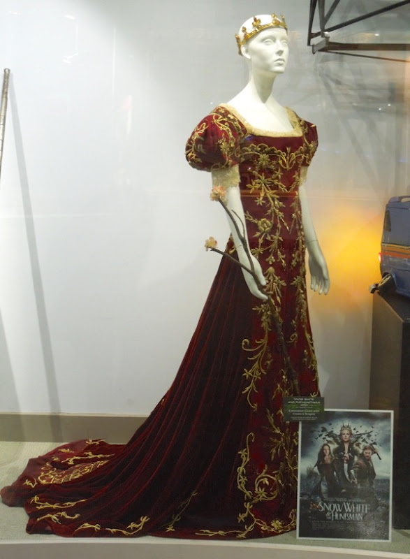 Kristen Stewart coronation gown Snow White and the Huntsman
