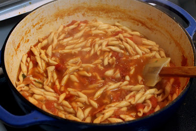 Cooking pasta in fresh tomato sauce