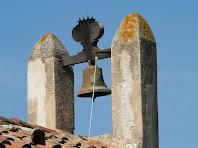 Detall de l'espadanya de Sant Martí de Mata