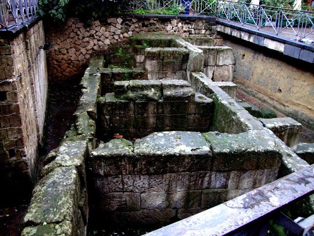Mura greche presso Piazza Bellini