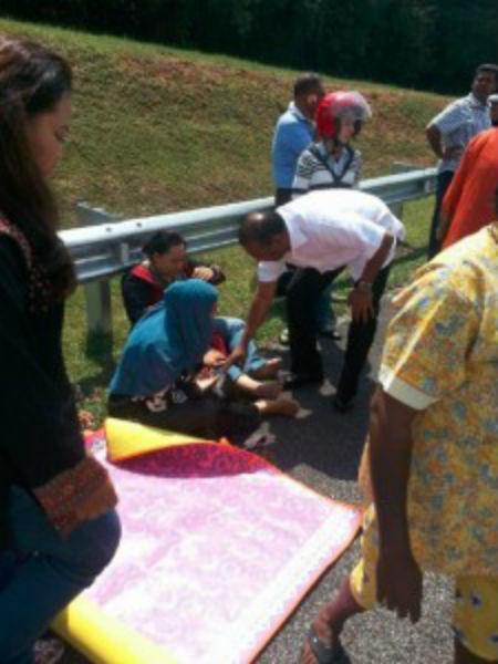 Datuk M Saravanan Bantu Mangsa Kemalangan