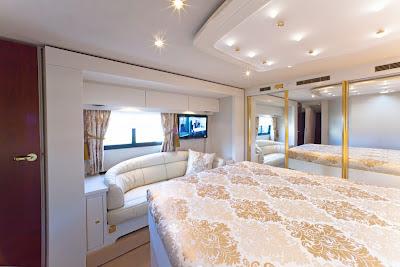 camper stuebchen neues luxusreisemobil von variomobil. Black Bedroom Furniture Sets. Home Design Ideas