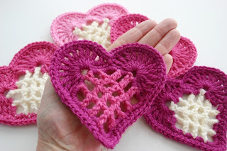 From the Heart Bunting Free Crochet Pattern by Susan Carlson of Felted Button