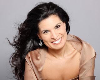 Daniella Carvalho_soprano