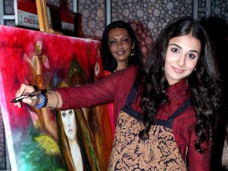 Vidya Balan Kahaani painting event - Pregnant Vidya Balan snapped at the 'Kahaani' painting event