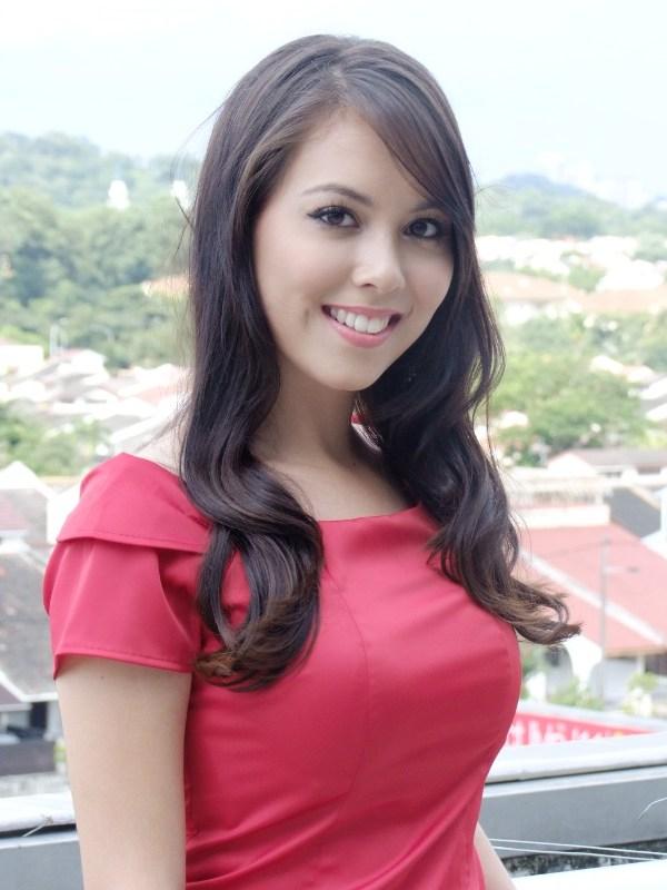 Siti+Saleha+Pernah+Dilanda+Kontroversi+Bercinta+Dengan+Seorang+Penjaga+Gol+Bola+Sepak,+Syed+Adney Siti Saleha Dikritik Kerana Tuala Wanita