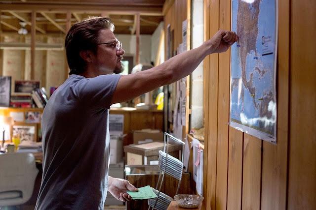 Jeremy Renner as Gary Webb in Kill the Messenger 2014 movie still