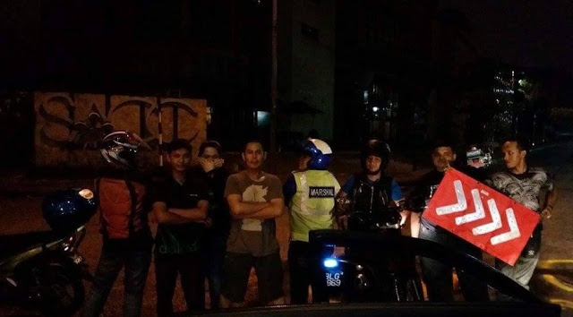 Penduduk Conteng Dan Cat Jalanraya Rosak Sekitar Shah Alam Sebagai Tanda Protes