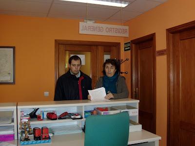 El presidente del Consejo de la Juventud y representante de AMDEVE registran las adhesiones al manifiesto