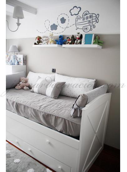 Jumar Decoración: Dormitorio infantil gris y blanco