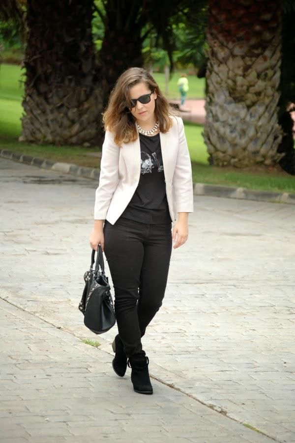 look_outfit_blazer_blanco_negro_collar_pedrería_nudelolablog_04