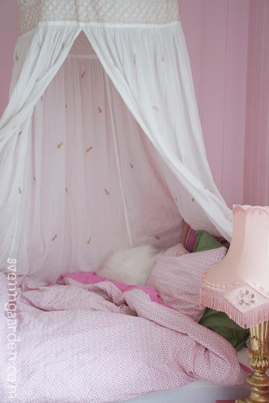 Svenngården: Om jåleskap og gardiner