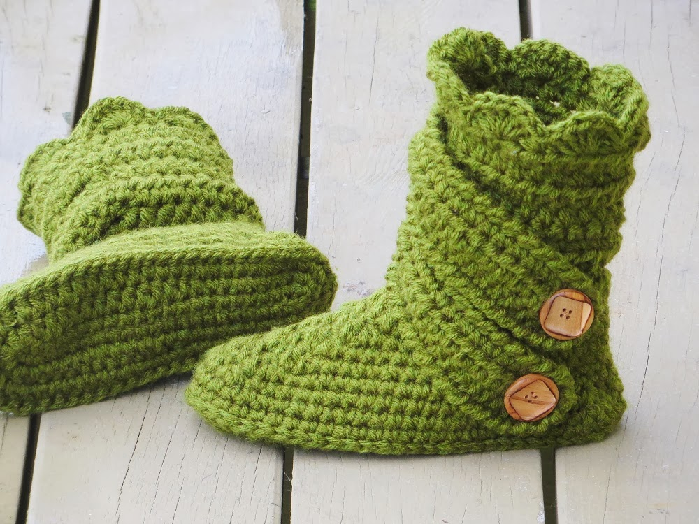 Crochet Patterns Slippers : Womans Slipper Boots Crochet Pattern, Classic Snow Boots, US sizes 5 ...
