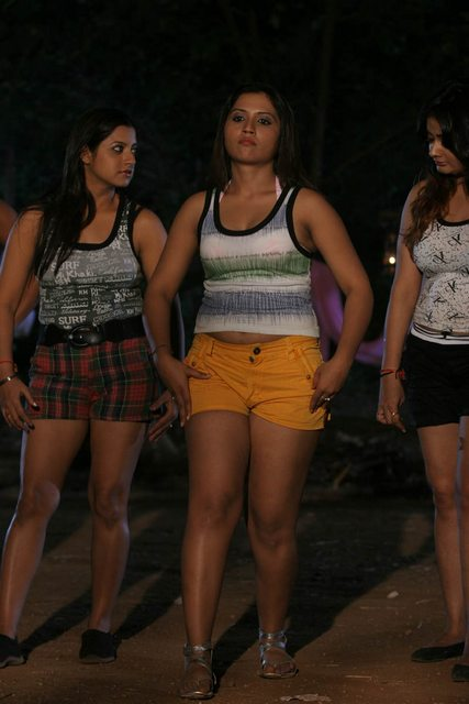 Bhaja Bhajantrilu movie hot stills