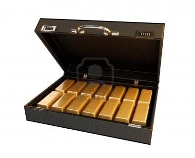 Estafan 70 mil dólares prometiendo entregar un maletín lleno de oro