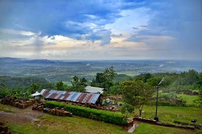 Tempat indah di Candi Ijo untuk menikmati sunset di Jogja