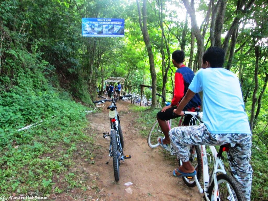 Sepeda-sepeda yang berada didekat lokasi