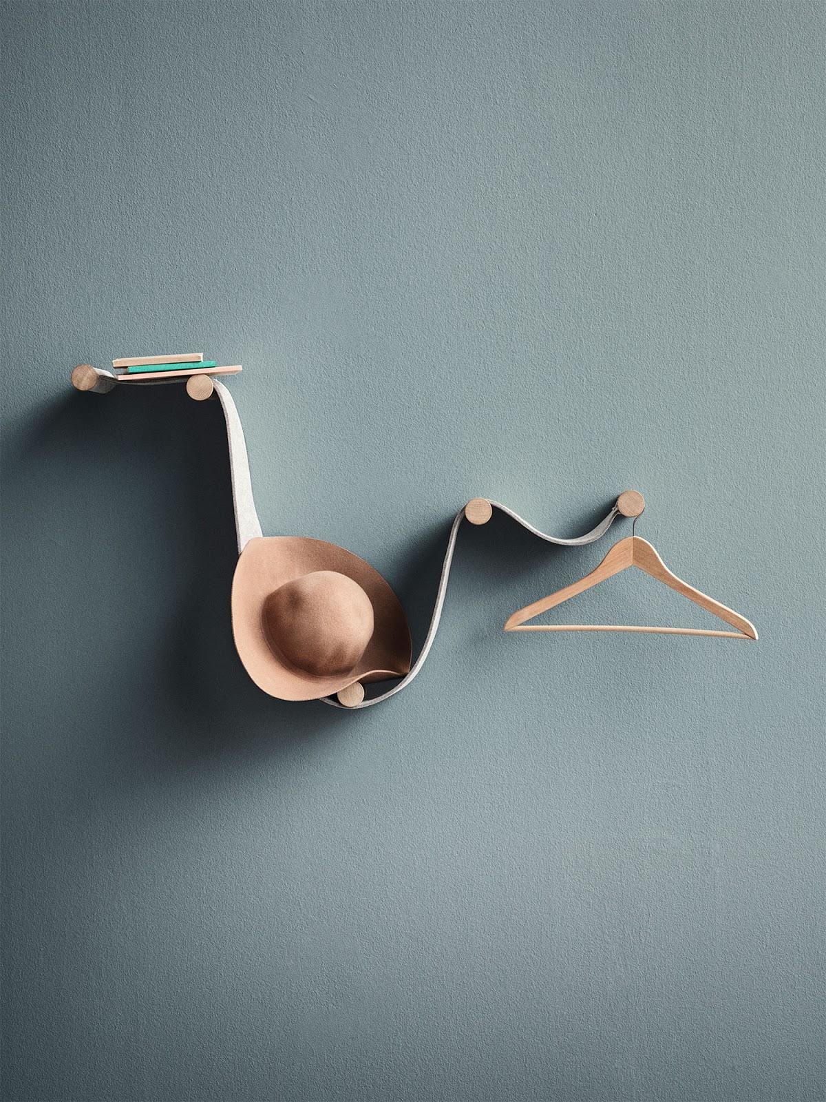 et andetledes entremøbel eller knagerække på den elegante og lidt skæve måde