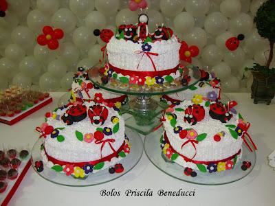 Bolo, cupcakes e pirulitos tema: Jardim Encantado e Como