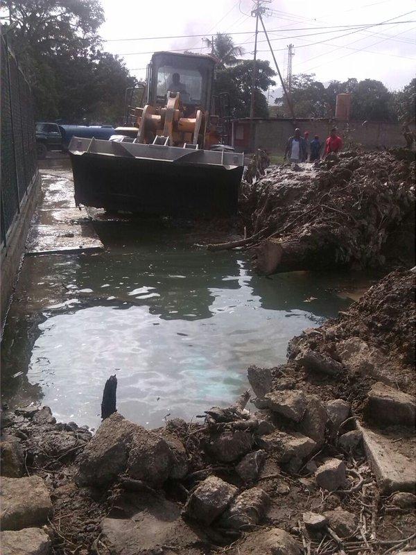 En recuperación el servicio de agua hacia 27 de F y Trapichito #Plaza, tras reparación de aducción