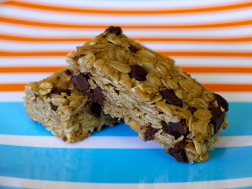 ... : Weelicious Guest Post + GIVEAWAY ~ Chocolate Chip Granola Bars