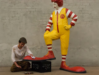 Ronald McDonald ya tiene limpiabotas