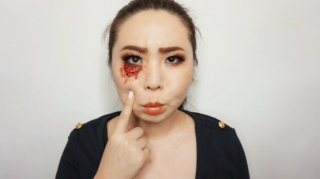 Skinned stretch eye bag sfx face paint makeup tutorial. Prank people with SFX Face painting. Belajar karakter makeup di Indonesia untuk halloween. Demo by indonesian top blogger in beauty. Product used are pac face paint and sariayu inspirasi borneo eyeshadow.