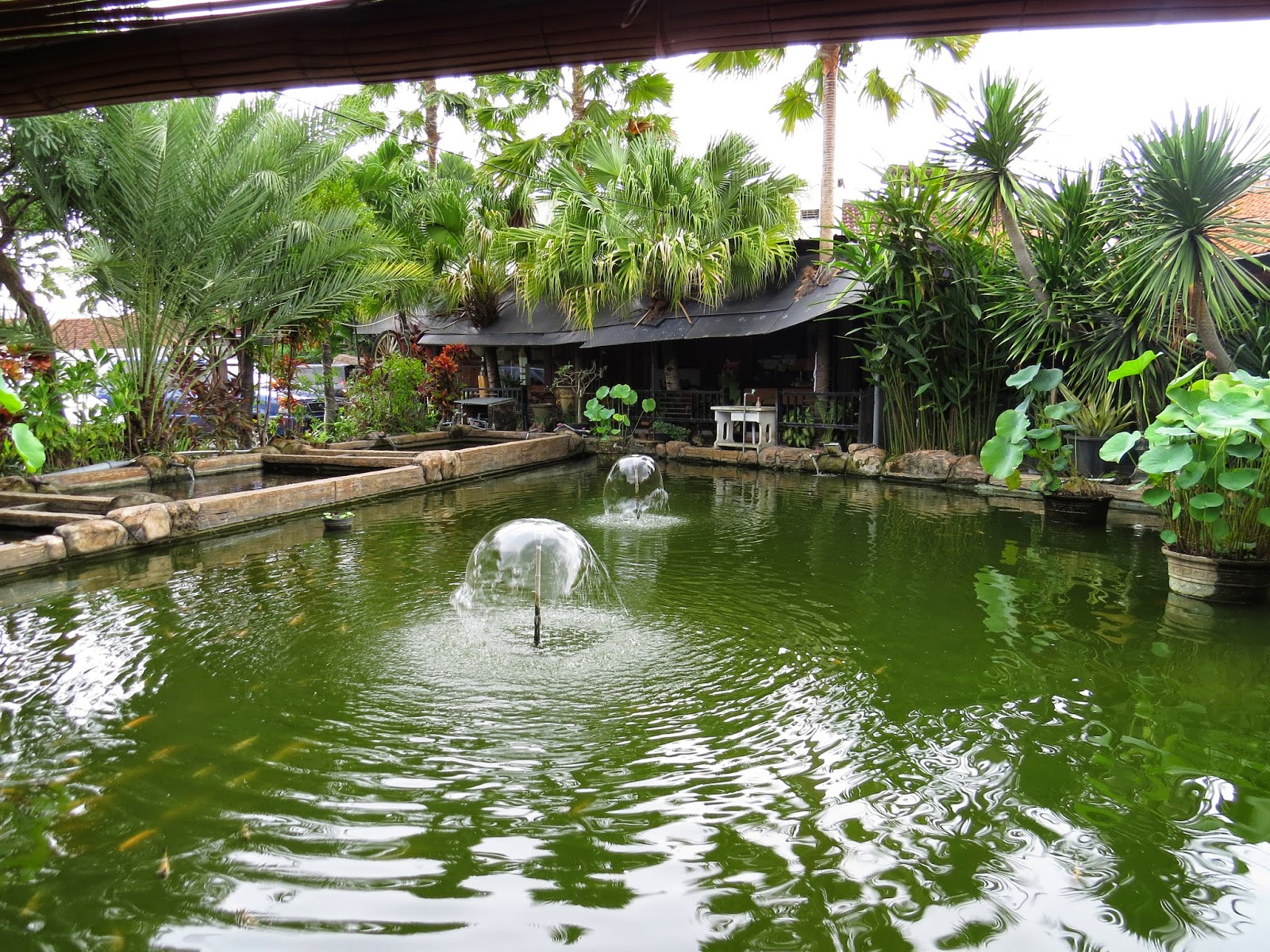 Rumah Makan Apung Ganjarane Hidayah (Foto by Admin)