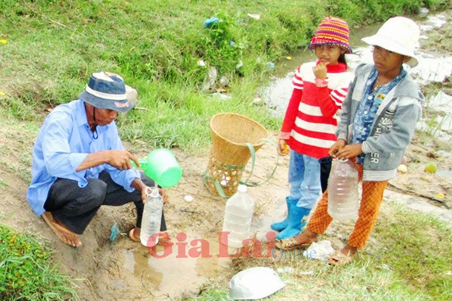 Gia Lai: Người dân xã Đất Bằng thiếu nước sinh hoạt