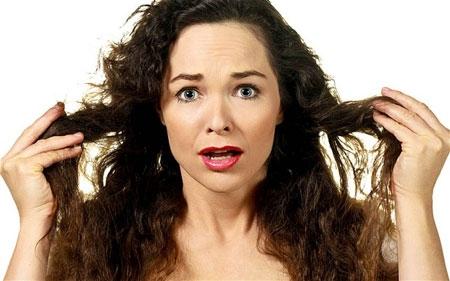 Nguyên nhân và cách phục hồi tóc bị chẻ ngọn