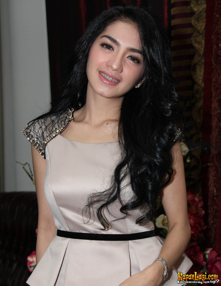 Angel Karamoy - Artis cantik Sexy Hot indonesia