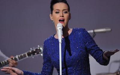 Katy Perry menangis saat konser