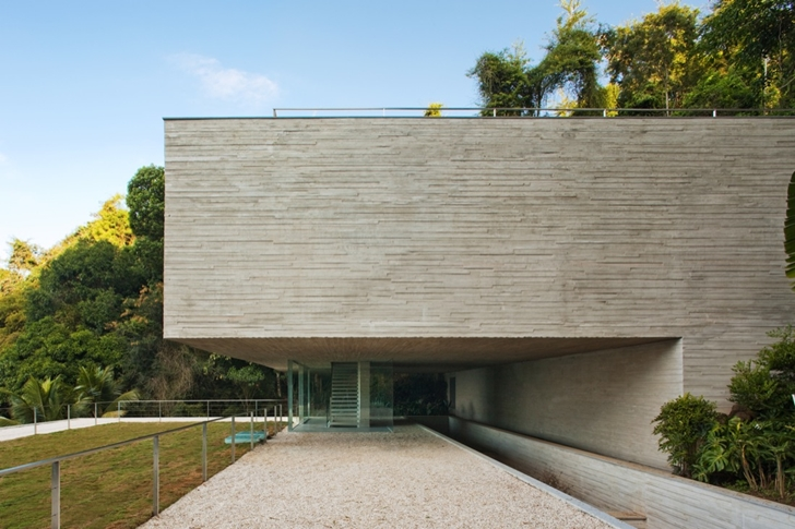 Concrete facade in Modern beach house in Brazil by Marcio Kogan