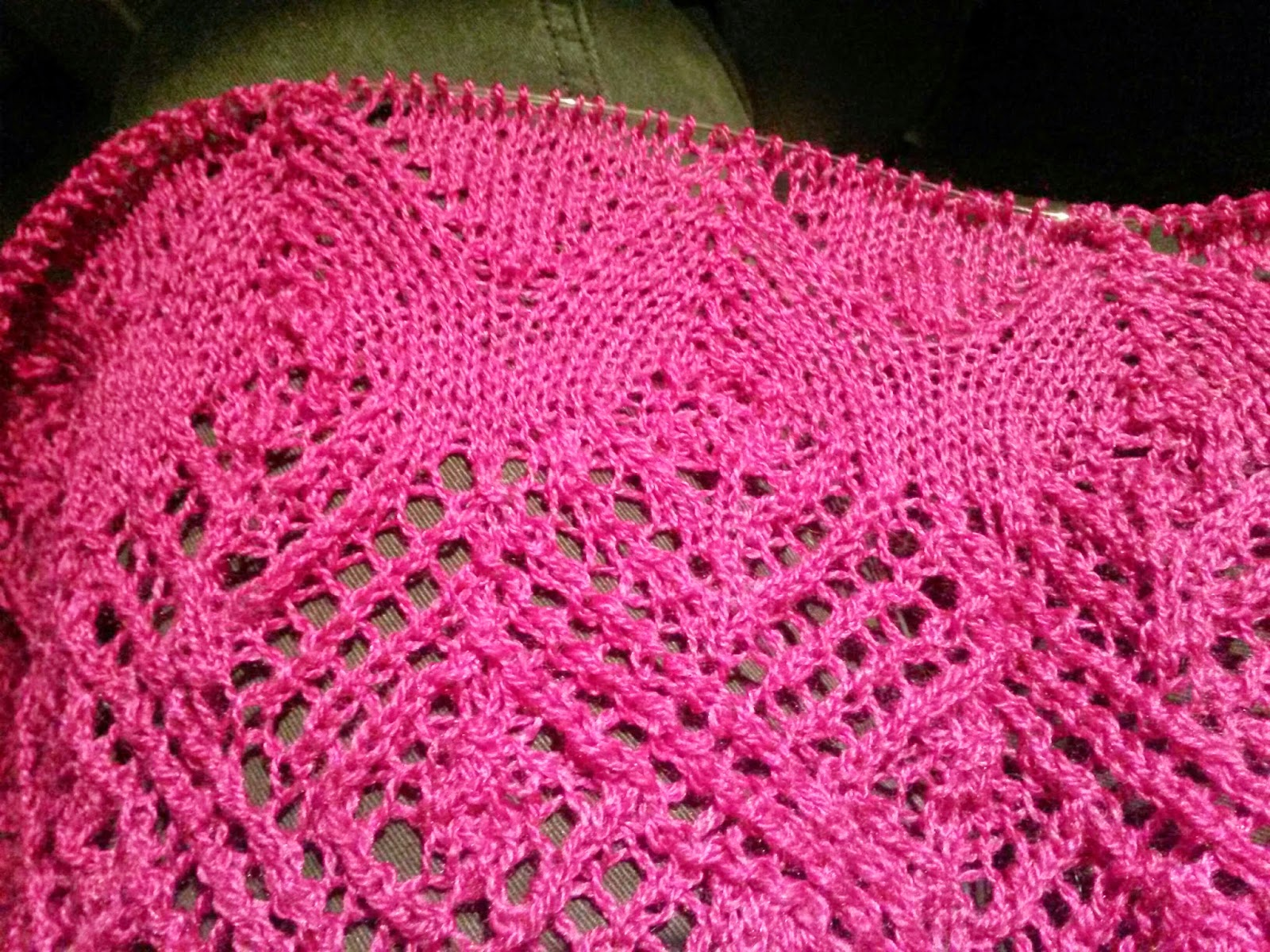 Knitting Picking Up Stitches On Neck : Frisian Frillies: New needles and a pink shawl - Nieuwe naalden en een roze s...