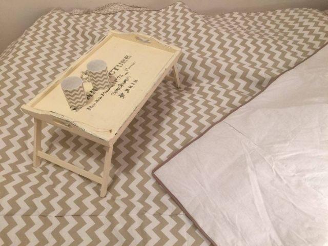 taca stolik, kapa na łóżko