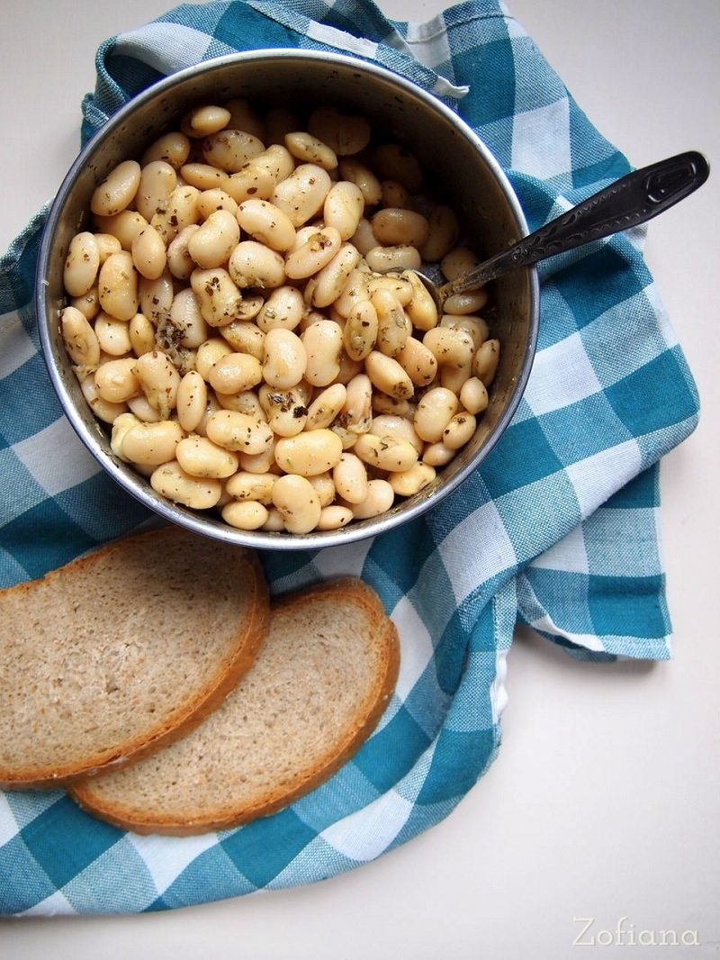 beans with garlic and herbs