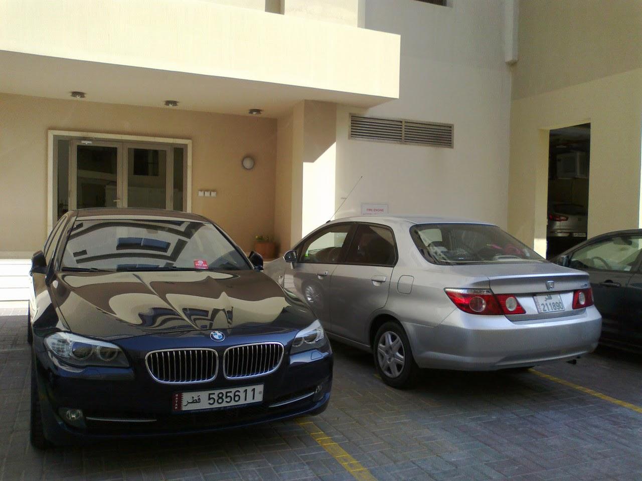 http://asalasah.blogspot.com/2014/01/bedanya-parkir-mobil-rumahan-di-qatar-ama-di-indonesia.html